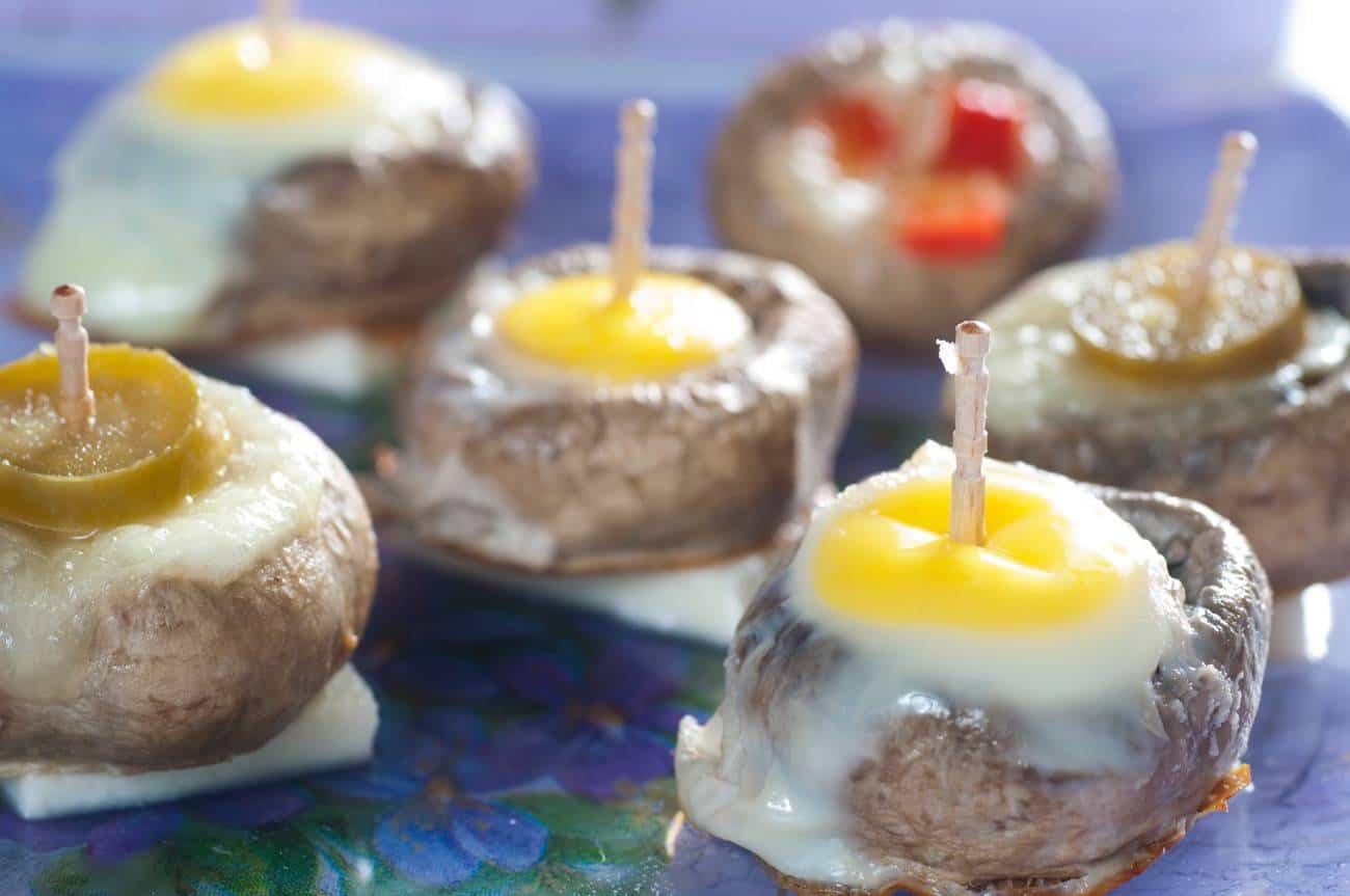 champiñones curiosos con huevo de codorniz