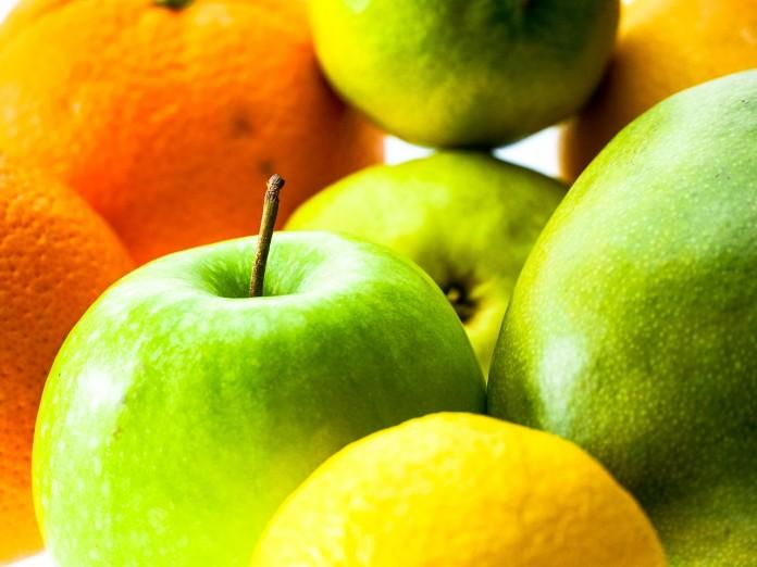 Manzanas con canapés de naranja