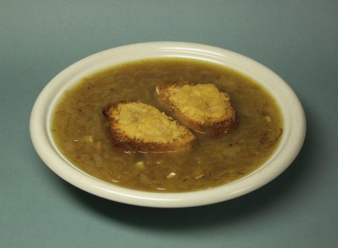 sopa de cebolla al vino blanco