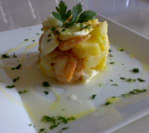 ensalada de patata huevo y gambas