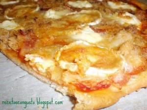 pizza de queso de cabra y atun