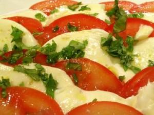 ensalada-de-tomate-queso-y-jamon