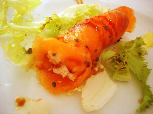 rollito-de-salmon-relleno-de-gambas