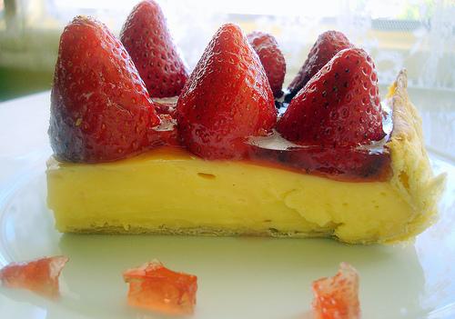 tarta-de-hojaldre-con-crema-pastelera-y-fresas