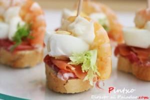 aperitivo de langostinos, ibérico y salmón