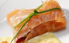 Rollitos de salmón rellenos de verduras