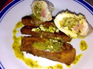 muslos rellenos de patata y salsa de mostaza