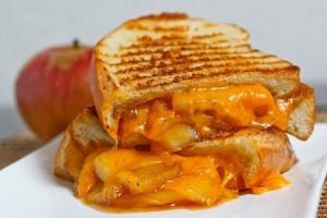 sandwich de queso chedar y manzana