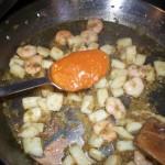 Añadimos dos cucharadas de tomate