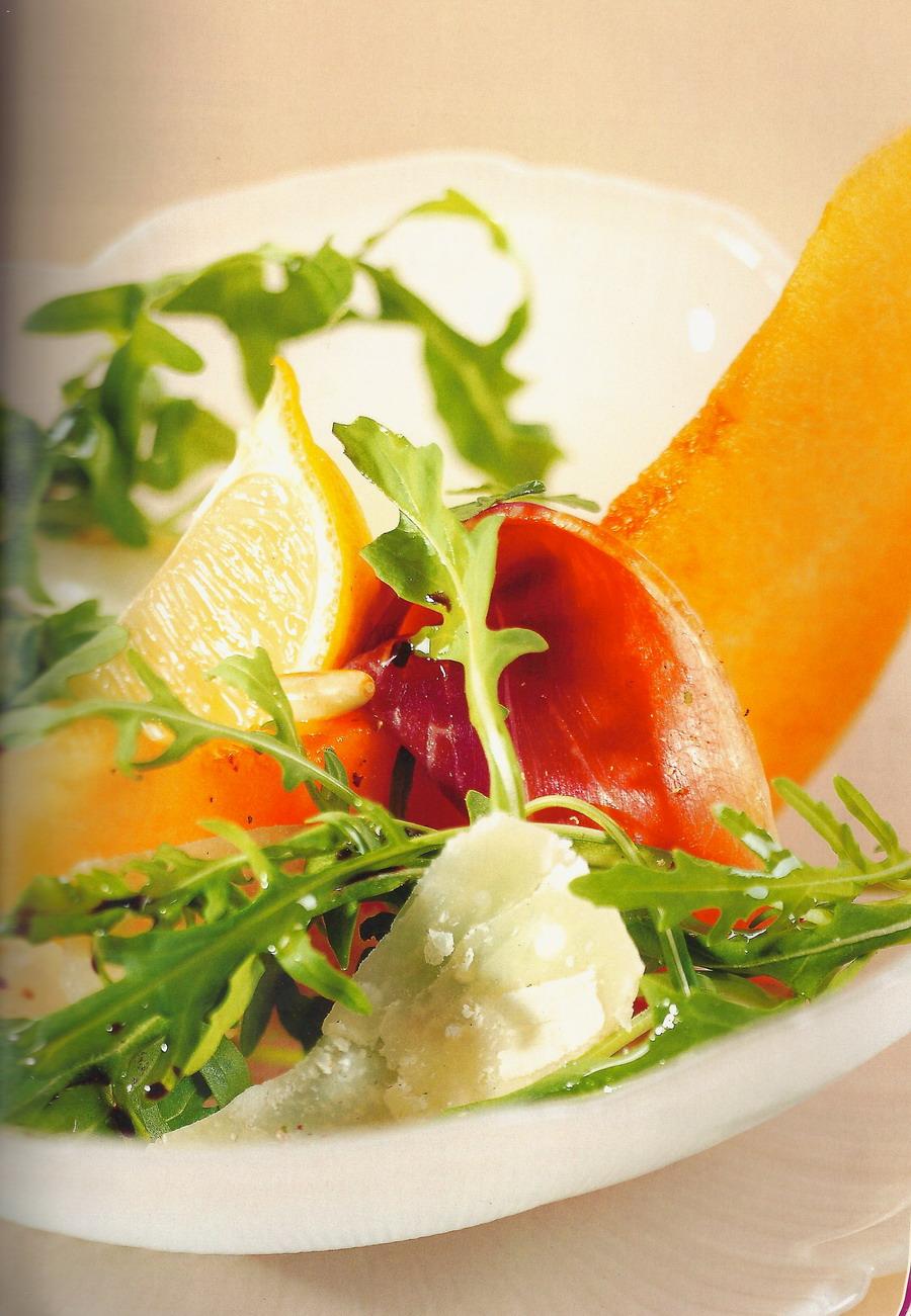 Ensalada de rúcula, melón y parmesano