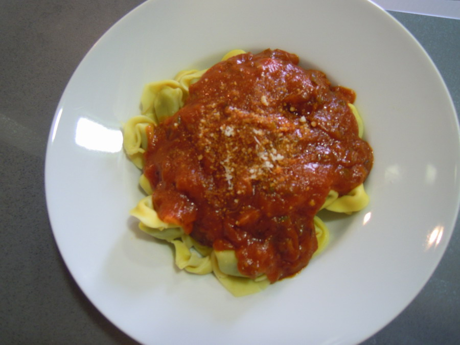 Tortelloni de Ricota y Espinacas con salsa napolitana