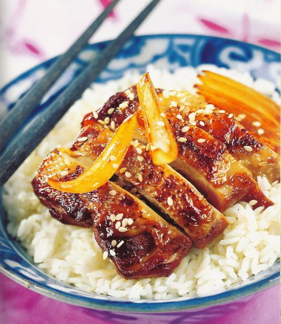 Pollo marinado con soja y jengibre