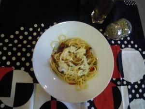 Pasta con verduras y salsa ligera