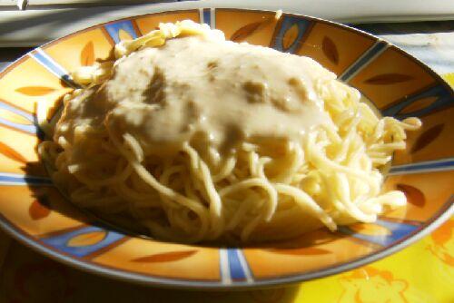 espaguetis con crema de queso manchego