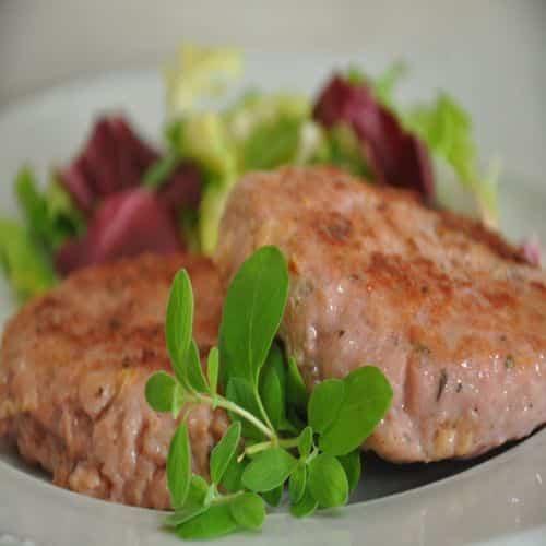 Pollo sueco en medallones y ensalada