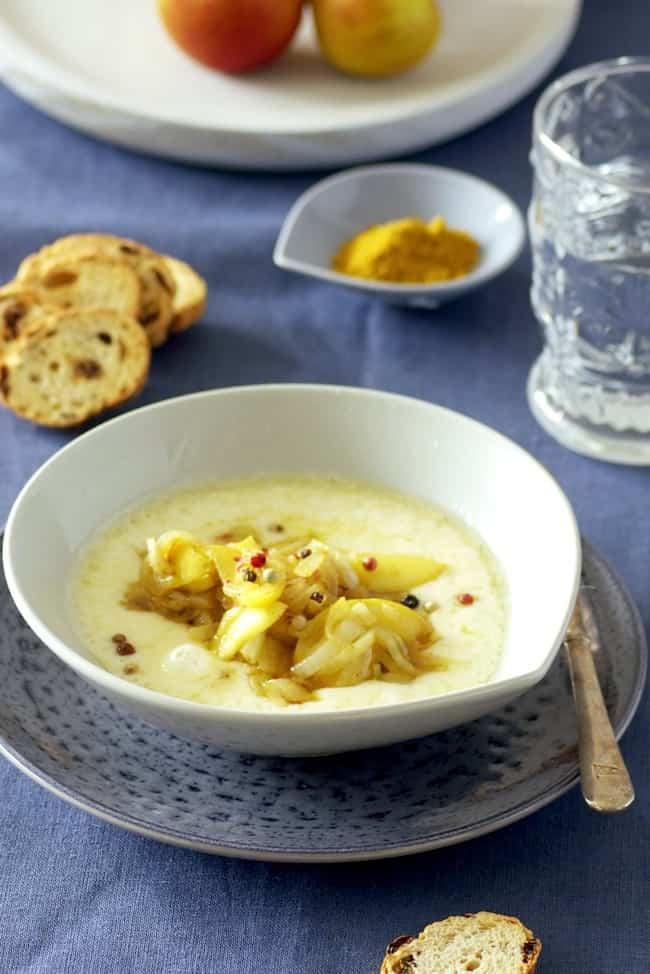 Receta de Provolone al curry, con cebolla y manzana