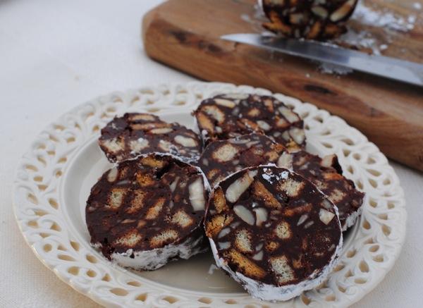 Salchichón de chocolate y almendras para Pascuas