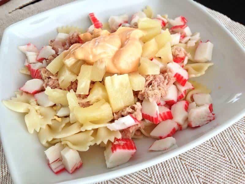 Ensalada de pasta y surimi