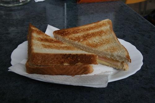 sandwich de queso y jamón
