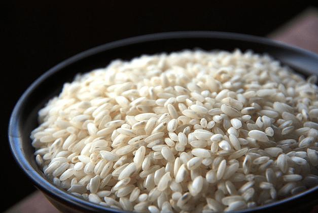 arroz para hacer la receta de risoto