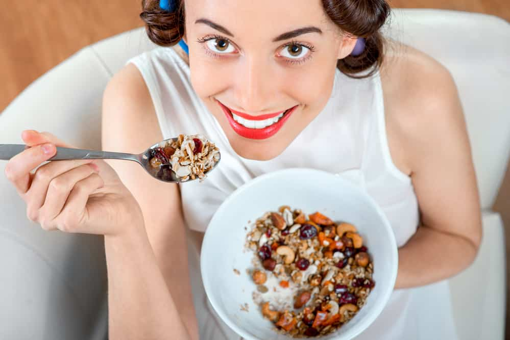comer frutos secos en el desayuno