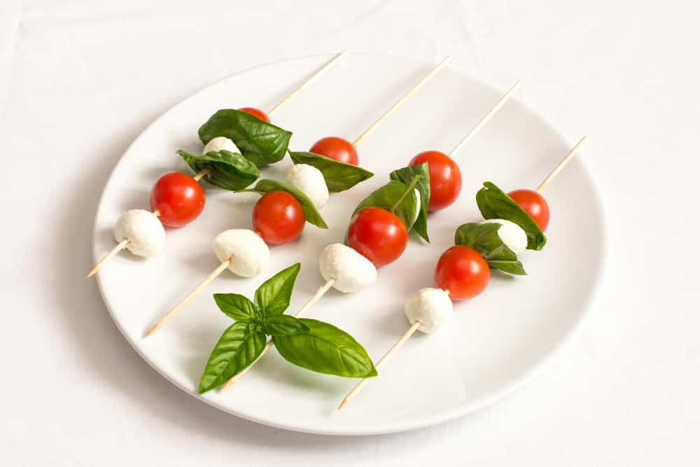 pinchos de mozzarella