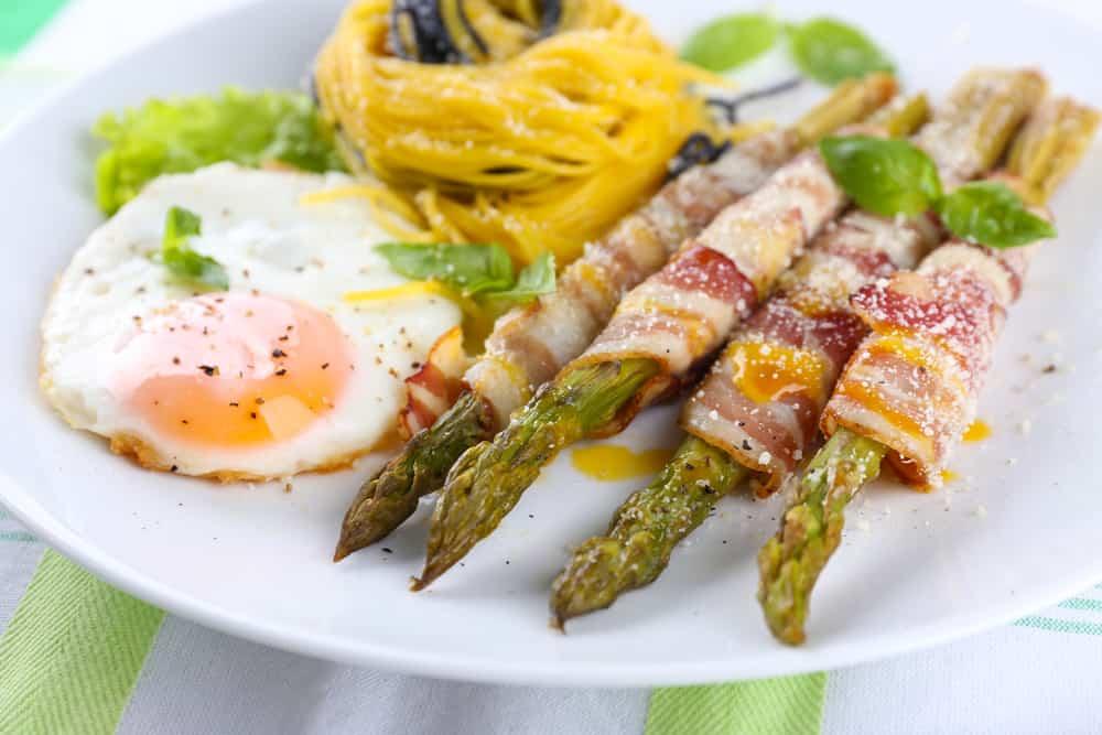 Algunas ideas gourmet para las recetas con esp rragos for Decoracion de platos gourmet pdf