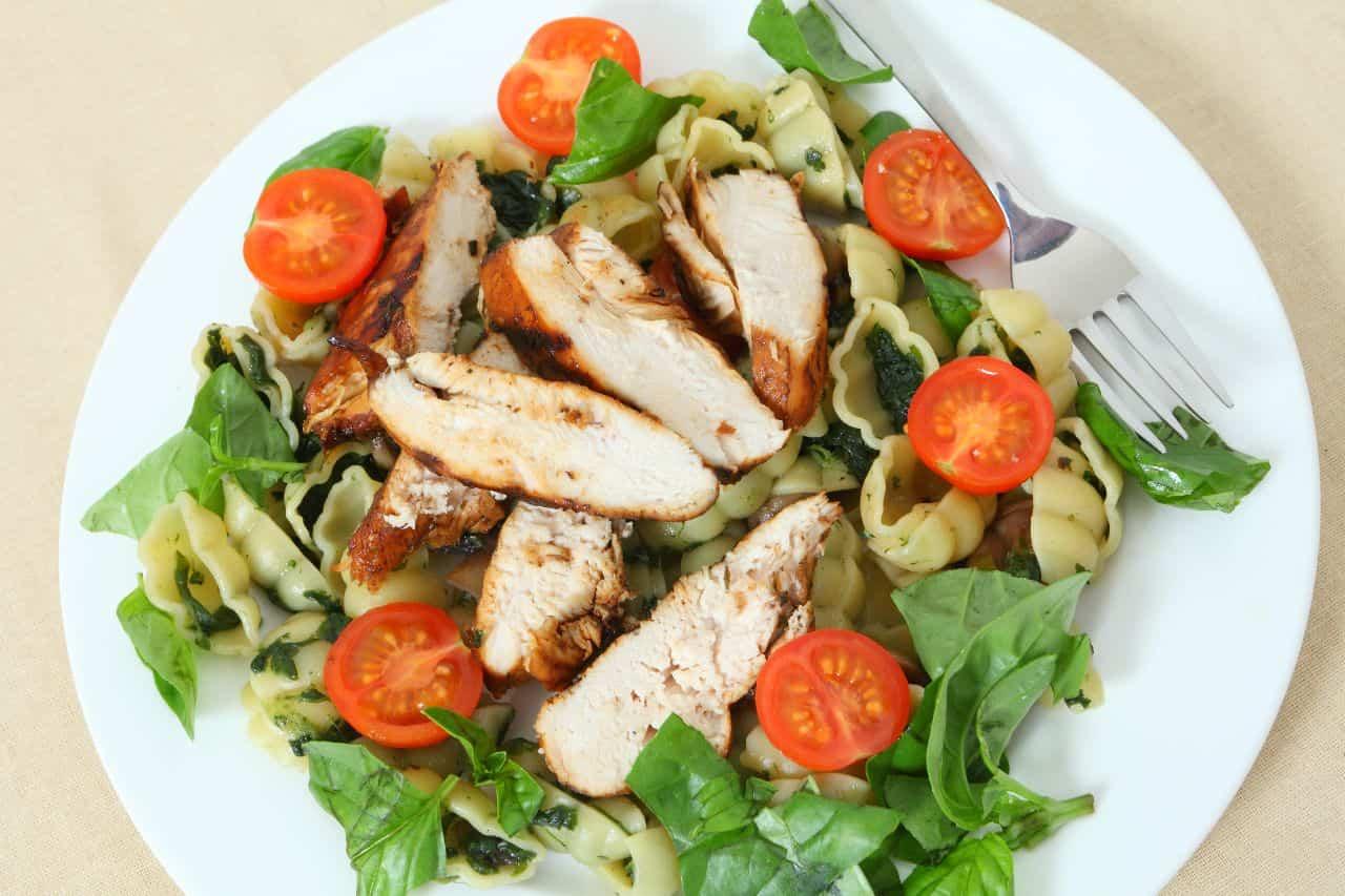 pasta con pollo y espinacas