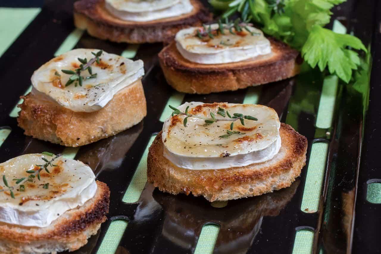 queso de cabra con cebolla aperitivo