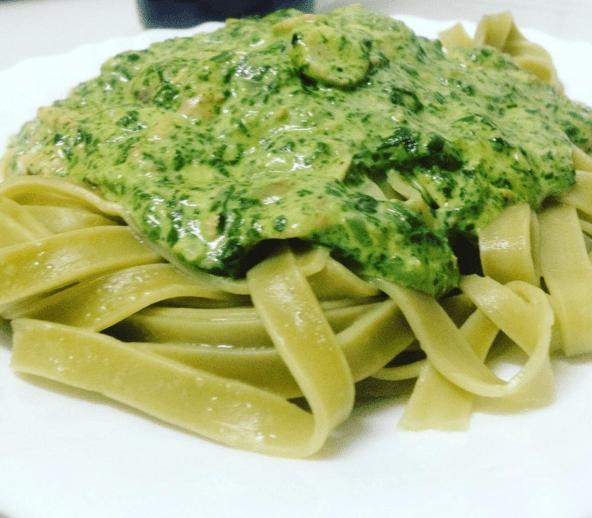 salsa de espinacas vegetal