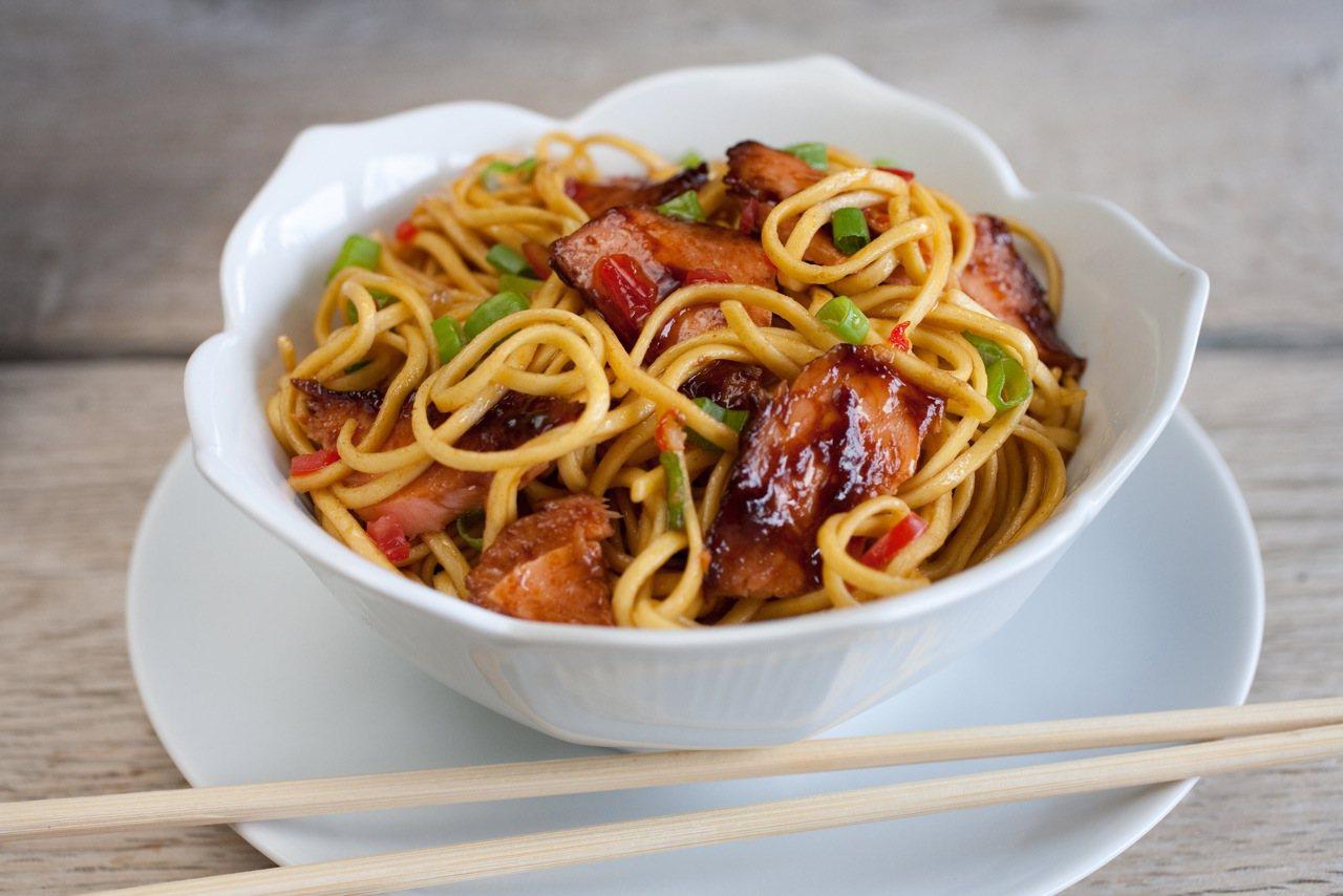 noodles con salmón