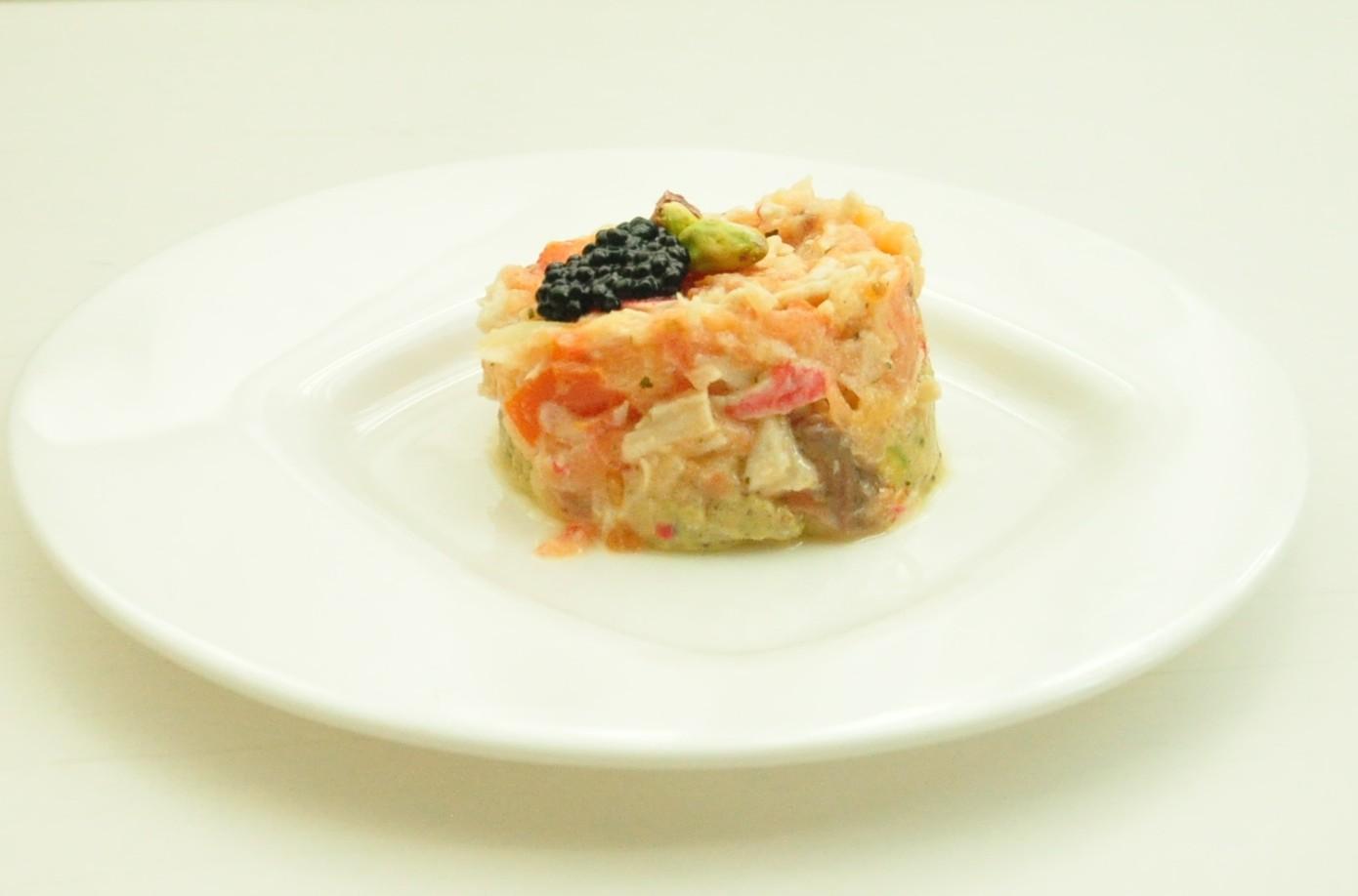 Tartar de salmón ahumado sobre guacamole de pistachos 2