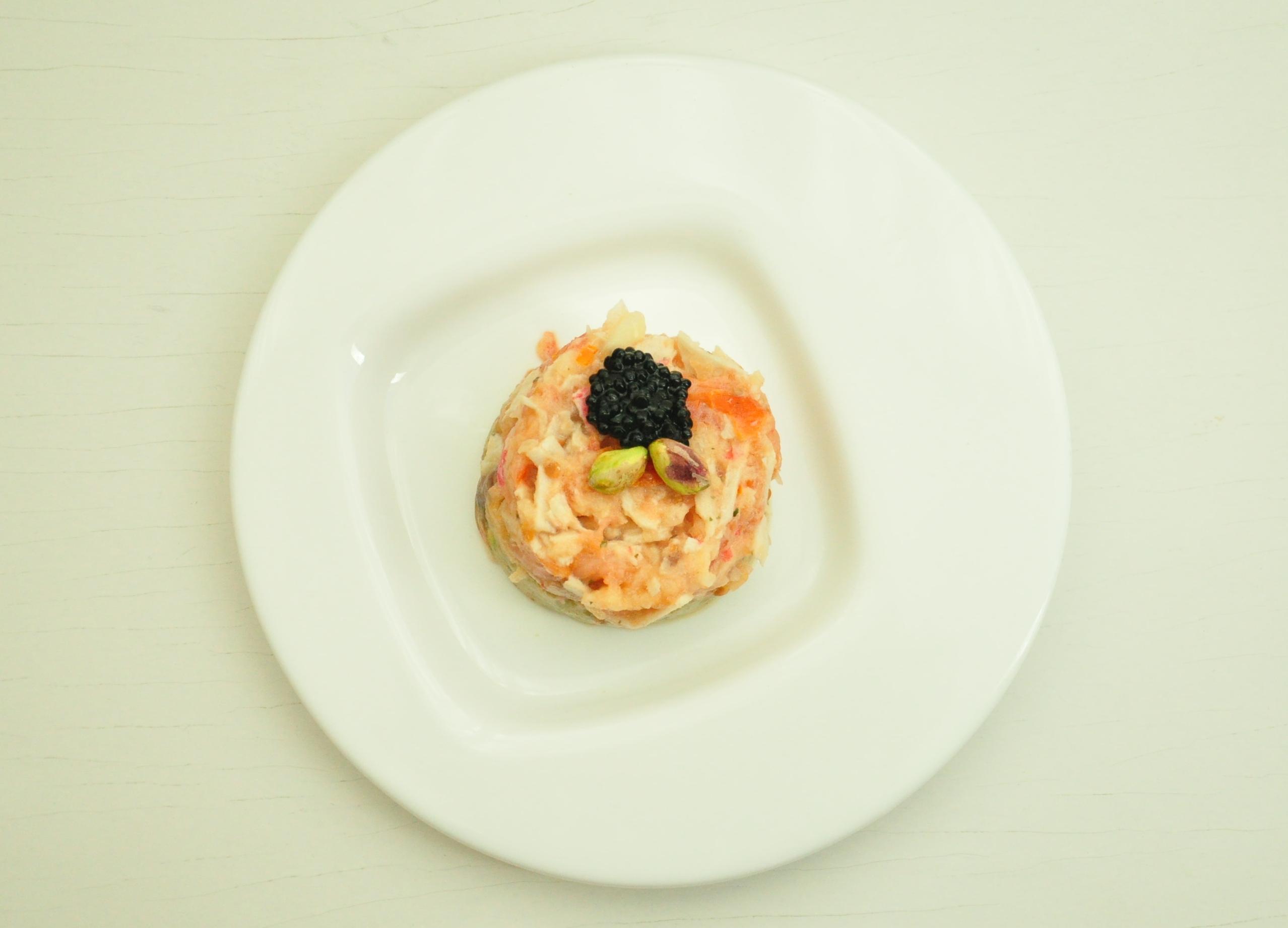 Tartar de salmón ahumado sobre guacamole de pistachos 3