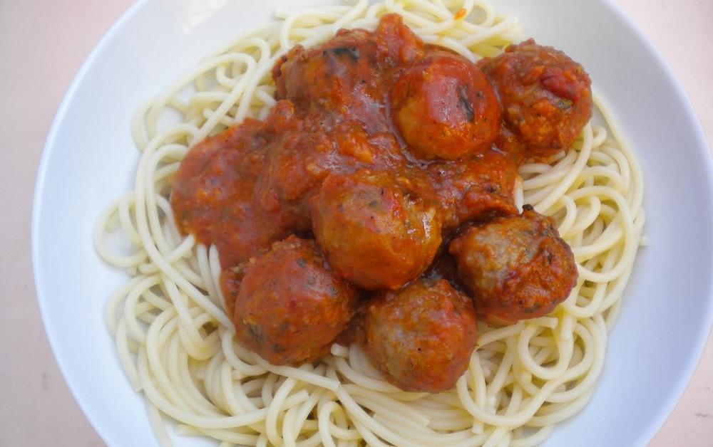 espaguetis albóndigas