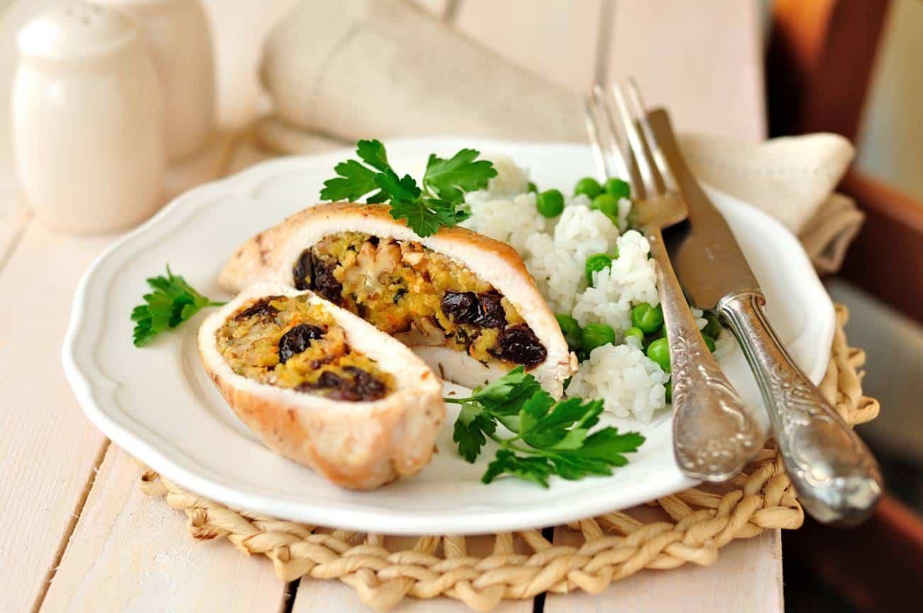 pechugas rellenas - pechuga de pollo rellena con mandarinas, ciruelas y nueces