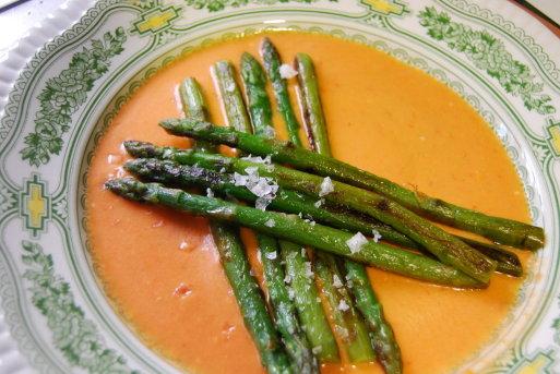 receta de espárragos triguros con salmorejo