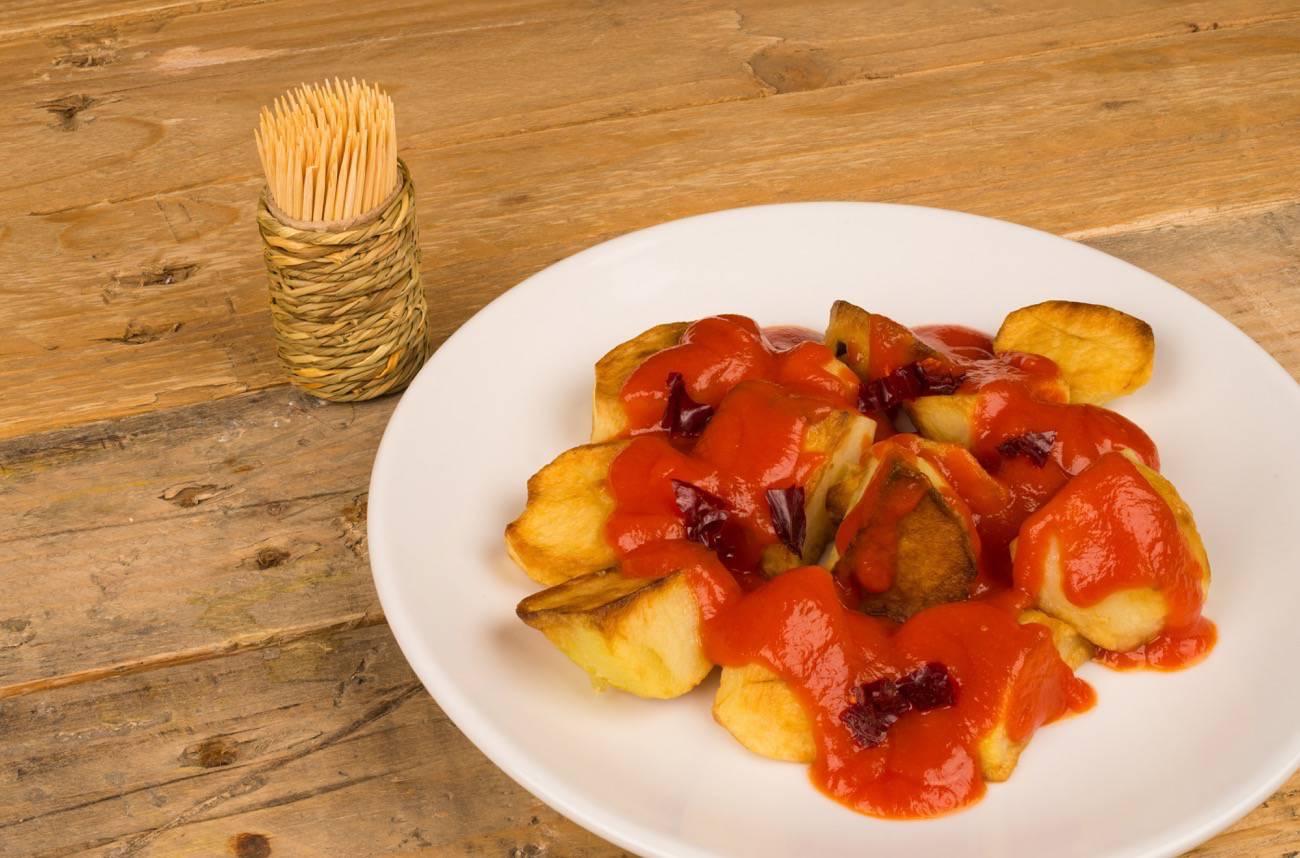 tapas españolas - patatas bravas