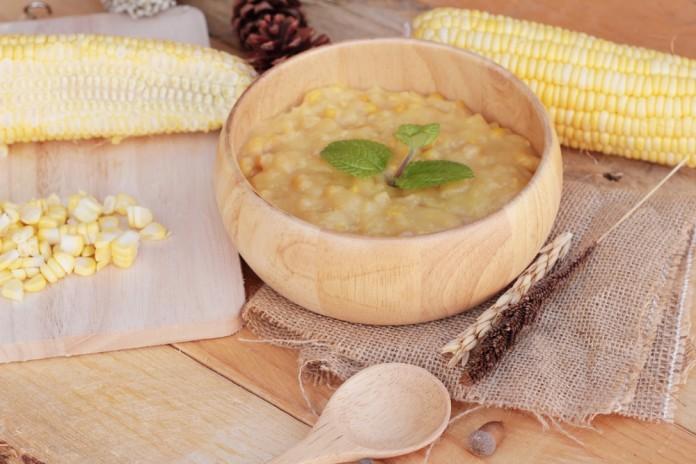 sopa de pollo y maíz