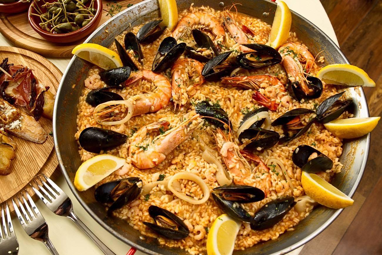 tapas españolas - paella