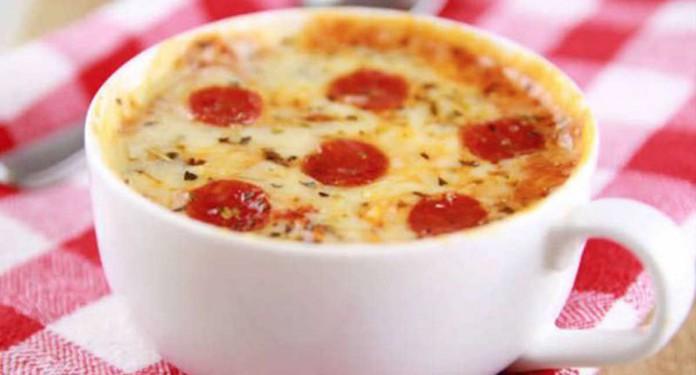 Pizza en una taza