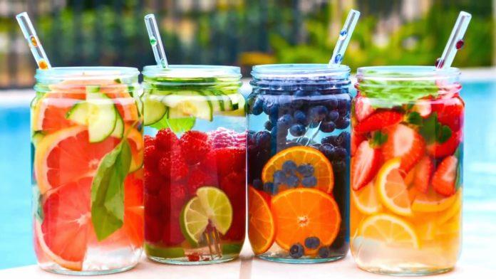 Agua con frutas detox