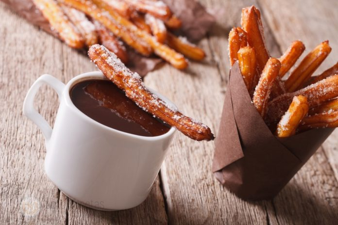 chocolate con churros y azucar