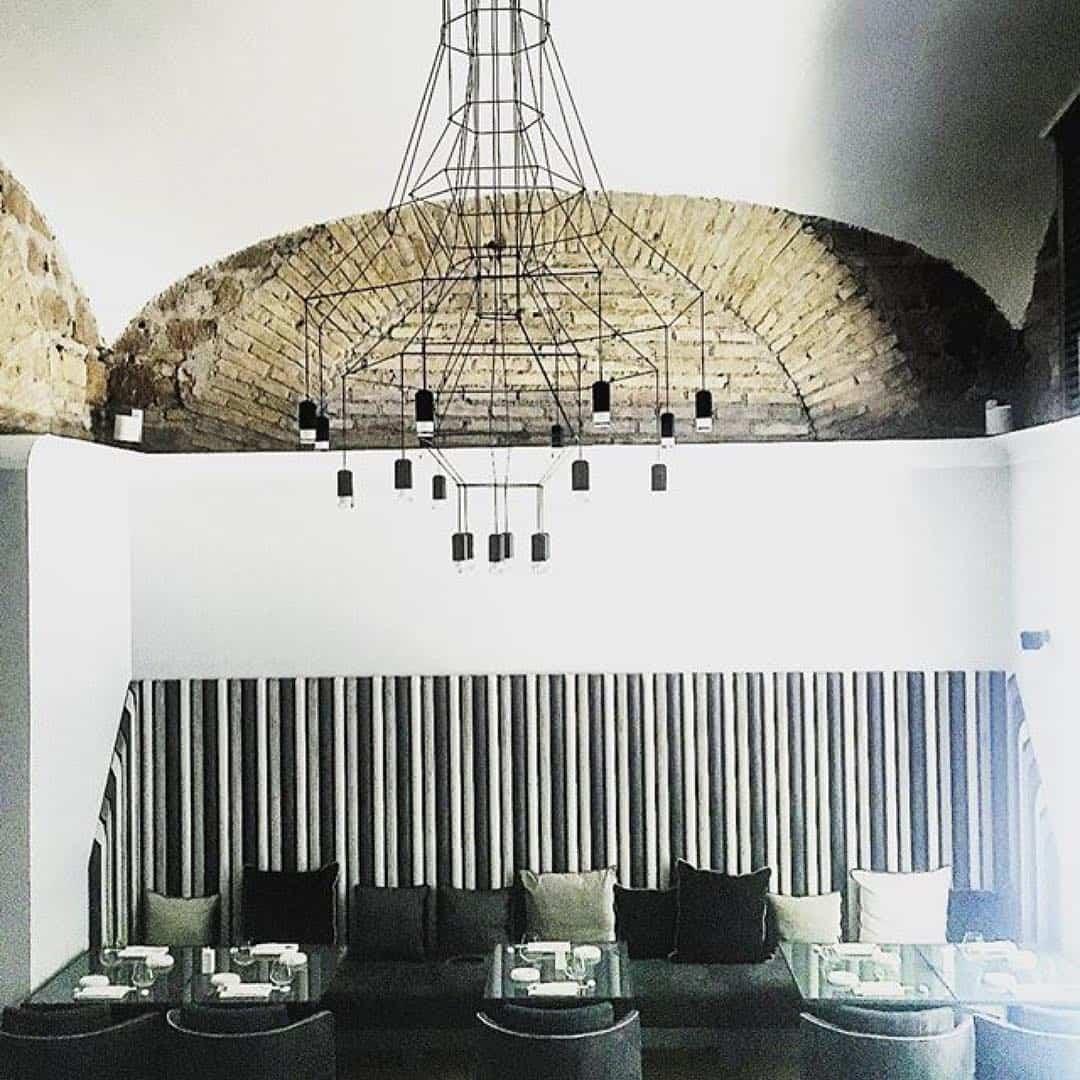 Restaurantes que cuentan con iluminación de diseño para crear una experiencia sensorial completa