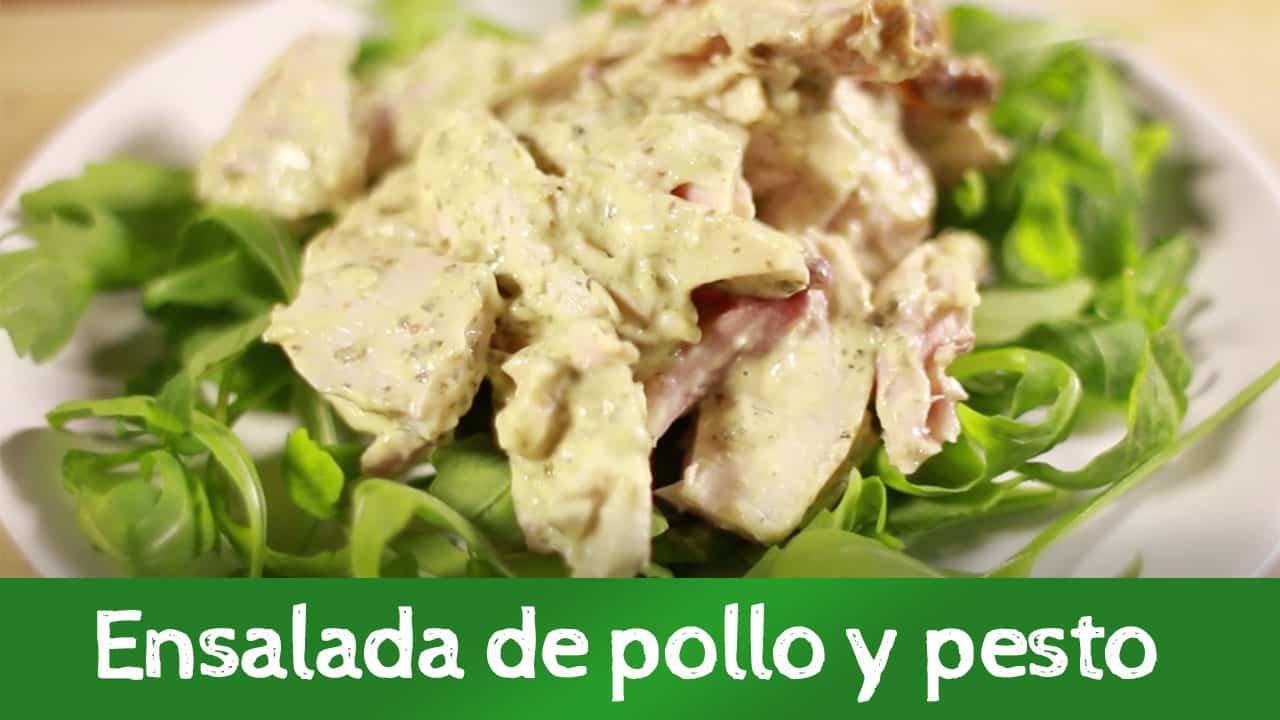Ensalada de pollo y pesto, receta rápida y saludable