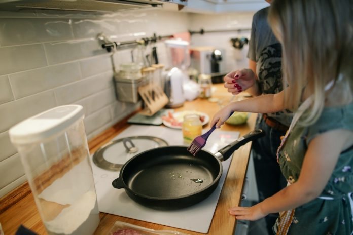 gente en la cocina