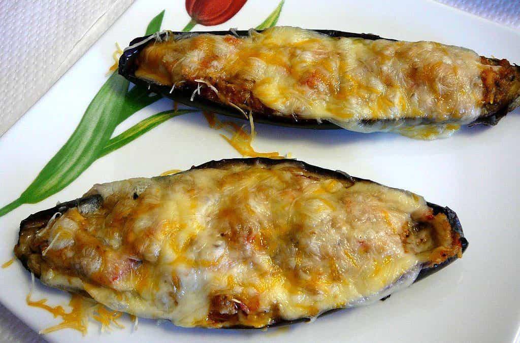 Estupendas berenjenas rellenas con pollo y queso con un toque de bechamel